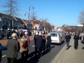 """Grobbendonkenaren vormen na begrafenis erehaag voor Jefke Prims: """"Hij was onze laatste dorpsfiguur"""""""