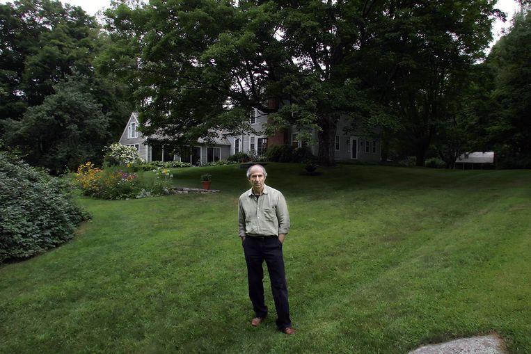 Wijlen Philip Roth bij zijn huis in Connecticut, in 2005: veel bezig met het bevorderen van zijn carrière. Beeld NYT