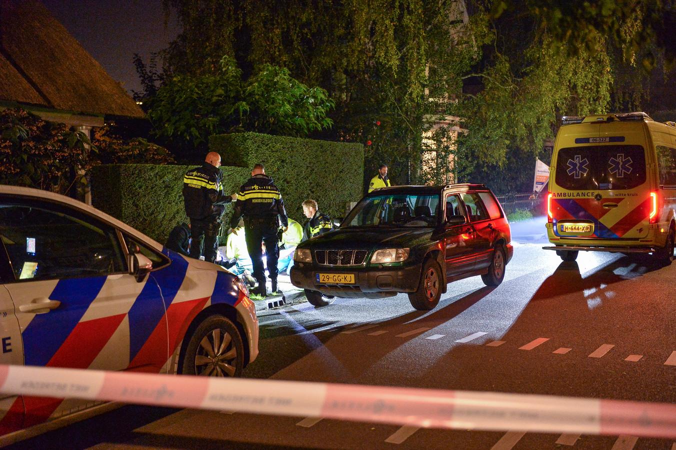 Het op de Deventerstraat neergestoken slachtoffer werd even verderop aan de Generaal van Swietenlaan bloedend aangetroffen. Zijn verwondingen vielen uiteindelijk mee.