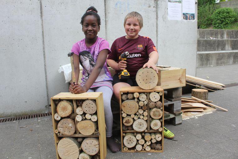 Joyce en Matthias bouwden een bijenkastje.