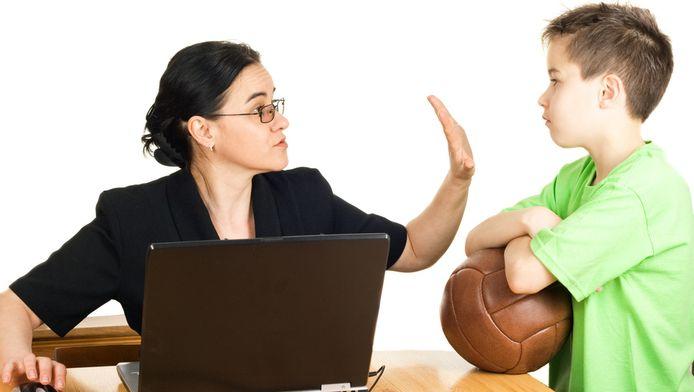 Werken plaatsen voor spelen met je kind: daar hebben ouders achteraf spijt van.