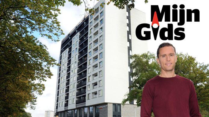 Het appartement van Tom bevindt zich op de tweede verdieping in een voormalig kantoorgebouw dat in 2017 omgevormd is tot een wooncomplex met een lift.