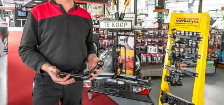 Even vlug een fietsendrager of trekhaak monteren? Vergeet het maar