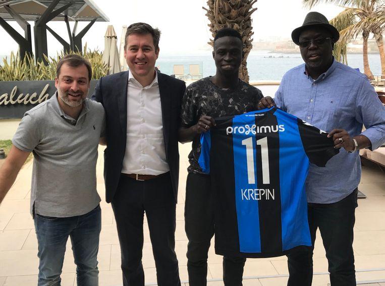 Mogi Bayat en Vincent Mannaert konden Diatta (tweede van rechts) overtuigen om voor Club te kiezen.