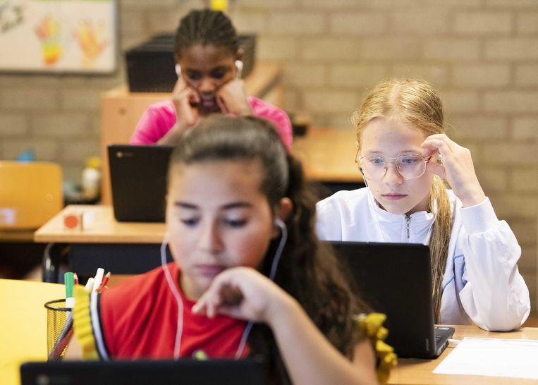 Meisjes kregen bijna 7 procent vaker een vmbo-advies en jongens ruim 4 procent. Meisjes halen vaker dan jongens een hogere score bij de eindtoets, waarna het advies naar boven wordt bijgesteld.  Beeld ANP