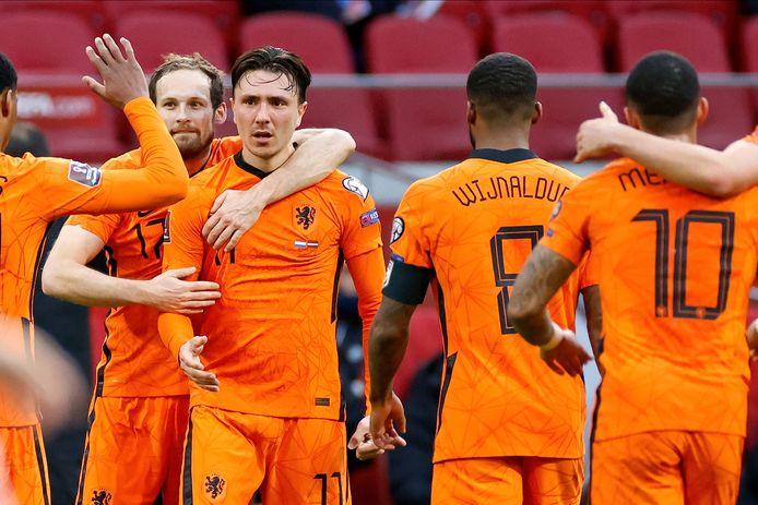 Steven Berghuis wordt bejubeld na de 1-0.