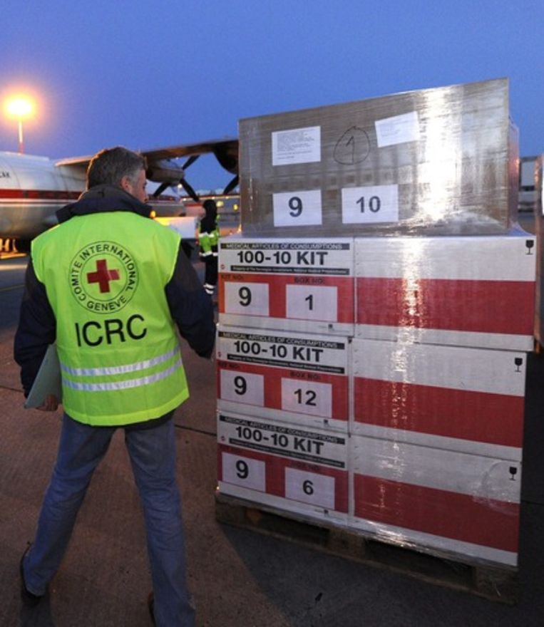 Er worden ook hulpgoederen naar de luchthavens van Libië gestuurd. Beeld EPA