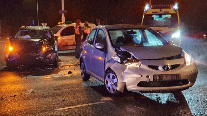 In Enschede zijn twee auto's zwaar beschadigd geraakt door een ongeluk op de Buurserstraat.