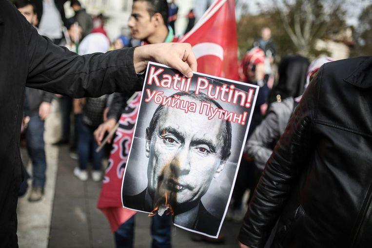 Protesten tegen Poetin in Istanboel. Beeld afp