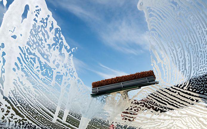 In nieuwbouwwijk Hof van Leyland verdringen de glazenwassers zich om de nieuwe huizen te mogen wassen.