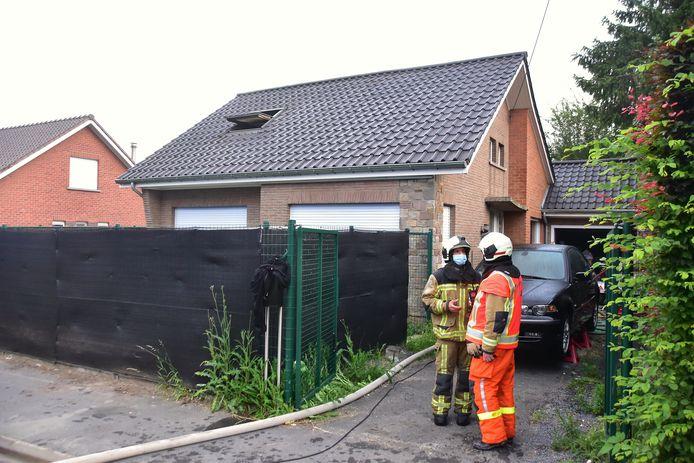 De brand situeerde zich op de bovenverdieping van een alleenstaande woning op Walbrugge in Tiegem.