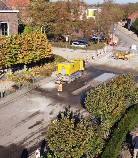 Nieuwe waterleiding, riolering, fundering en bestrating: Molenkade in Dussen bijna weer open