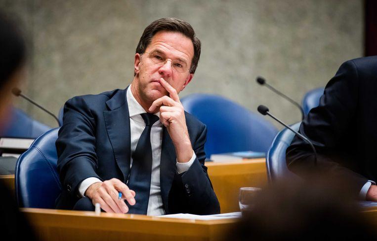Premier Rutte deed het goed: ambtenaren hou je buiten schot. Jammer dat de praktijk van zijn eigen kabinet anders is. Beeld ANP