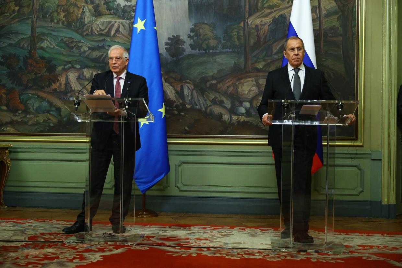EU-buitenlandcoördinator Josep Borrell (links) was vrijdag op bezoek in Moskou, waar hij onder anderen de Russische minister Sergej Lavrov van buitenlandse zaken sprak. Beeld Anadolu Agency via Getty Images