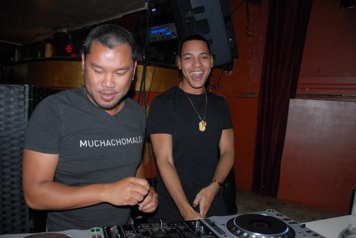Feest-DJ Jerik en Freddy Moreira draaiden er stevig op los in Silva Ducis
