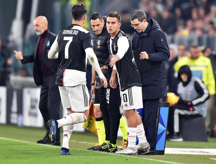 Cristiano Ronaldo wordt tot zijn ergernis vervangen door Paulo Dybala.
