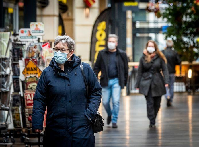 Ook in het Citycentrum in Veldhoven dragen de mensen mondkapjes.