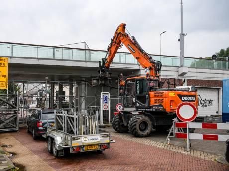 Hoe veilig is de Alphense Julianabrug? 'Omrijden lijkt me voorlopig beter'