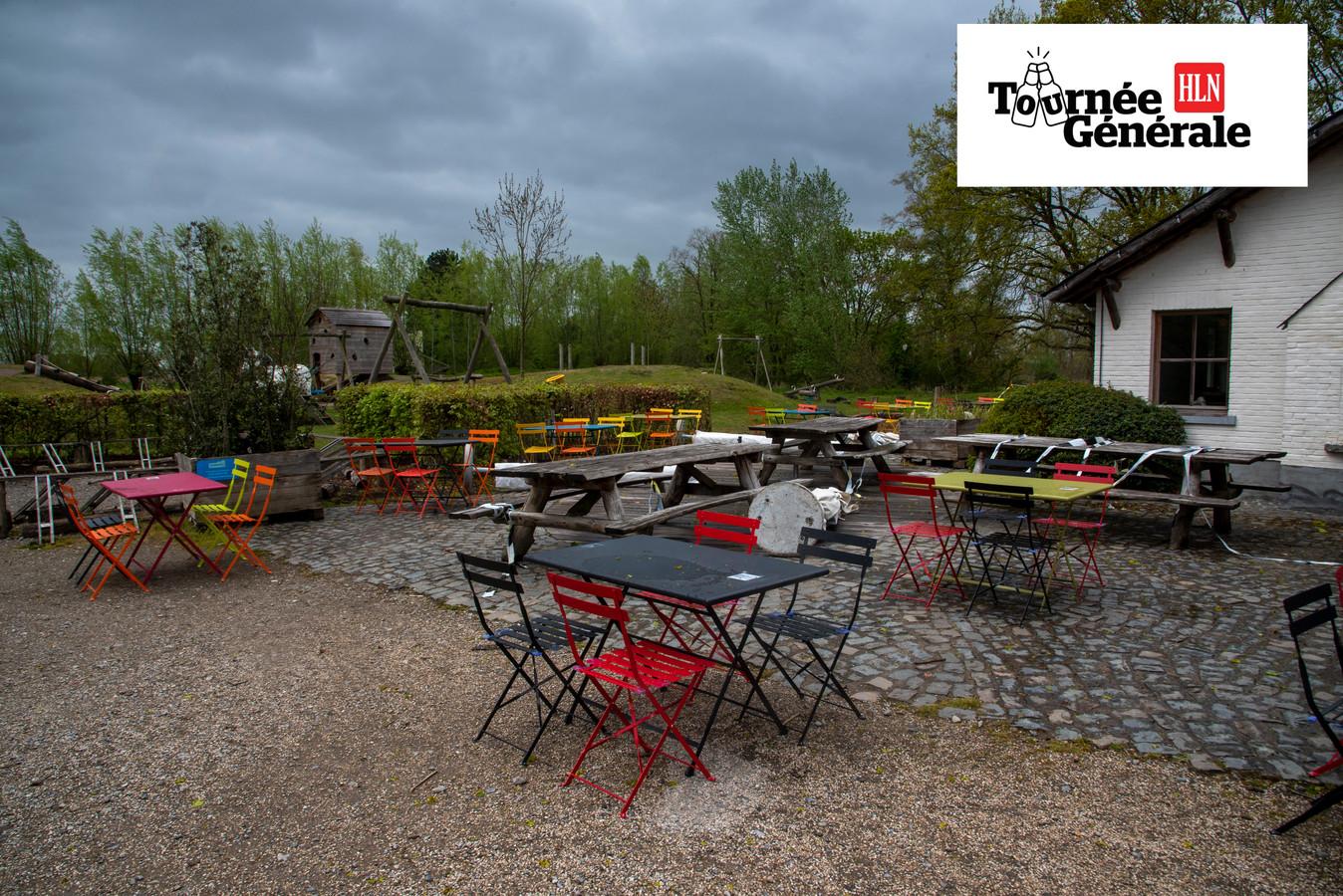 Het terras van het domein aan het Prullenbos telt meer dan 300 stoelen.