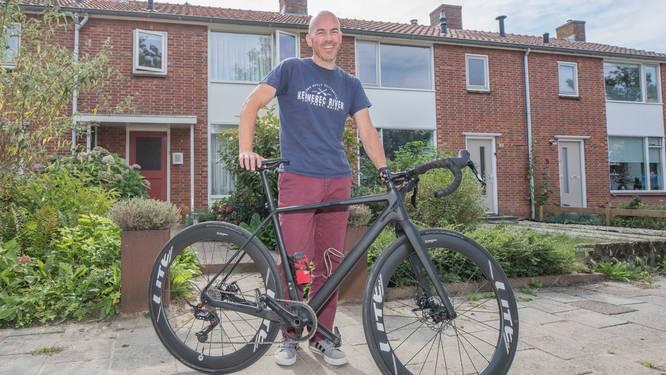 Ron Korstanje komt over uit Amerika om in Kapelle te fietsen voor zijn overleden vader Kees