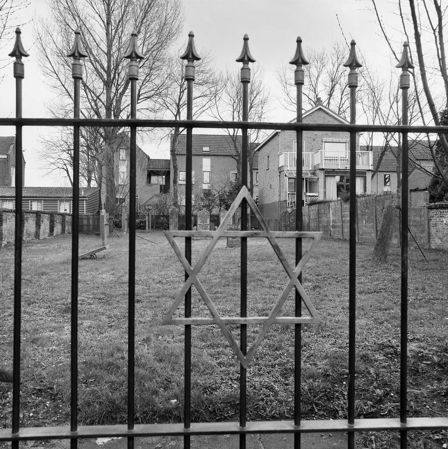 Toegangshek joodse begraafplaats in Schoonhoven in 1994.