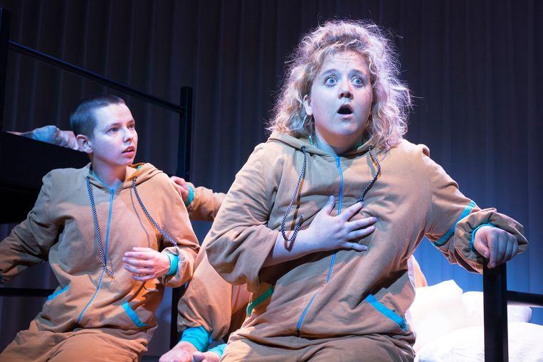 Blote konten van Theatergroep Kwatta Beeld Laura Luca