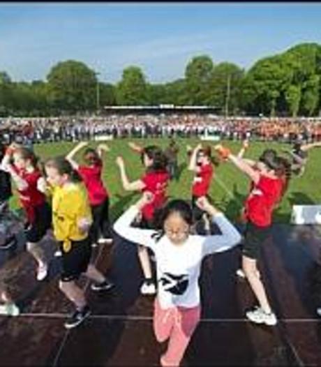 Duizenden kinderen sporten in Maas en Waal als nieuwe traditie: Koningsspelen
