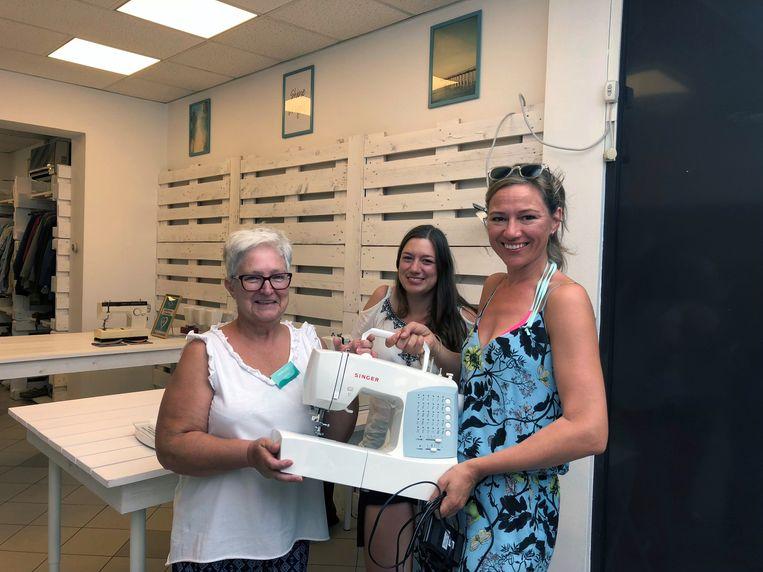 De Kapstok zoekt extra vrijwilligers. Eerder kreeg de tweedehandskledingwinkel al een stikmachine van actrice Hilde De Baerdemaeker cadeau.