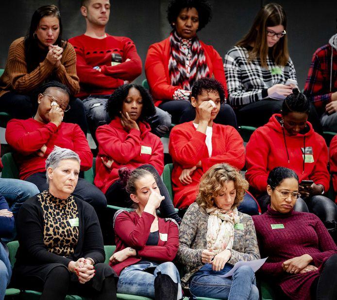 Ouders op de publieke tribune van de Tweede Kamer begin december 2019 tijdens het debat over de toeslagenaffaire.