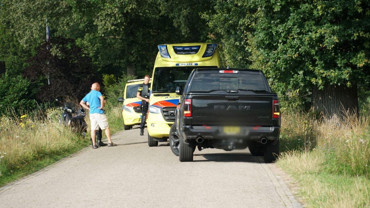 Ongeluk met een scooter aan de Kappeweg in Wijhe.