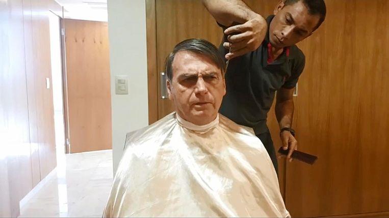 Bolsonaro bij de kapper. Beeld
