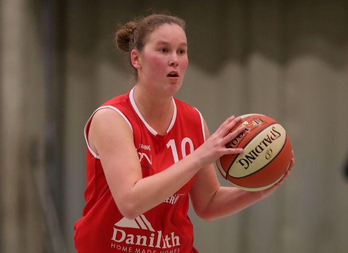 Saar Bogaert wil met Basket Waregem naar de play-offs in Top Division Women.