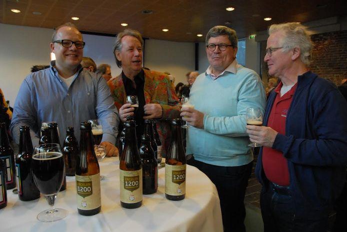 Aan de tafel van Engelen was het beregezellig, wat voor een niet onbelangrijk deel te danken was aan het plaatselijke bier.