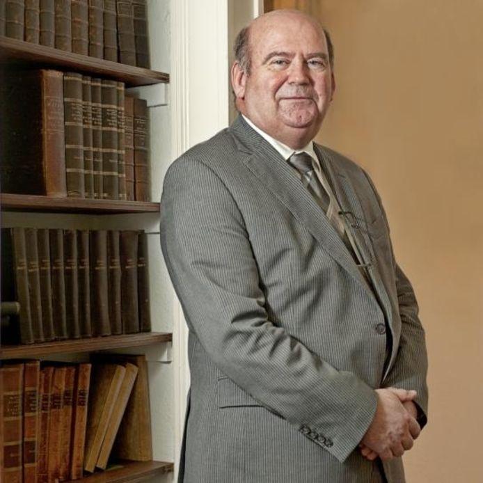 De Bredase advocaat Chris Liesker hangt zijn toga aan de wilgen. Op 23 december neemt hij in zaal Cordial bij NAC afscheid, want zo lang hij in Breda woont speelde NAC een rol in zijn leven. foto Frank Poppelaars/het fotoburo