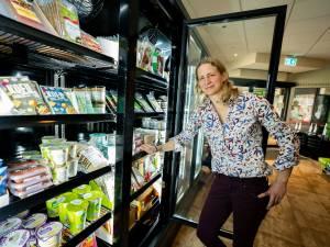 Natascha (41) opent deze grote vega-super in Utrecht: 'Vleesvervangers smaken al lang niet meer naar karton'