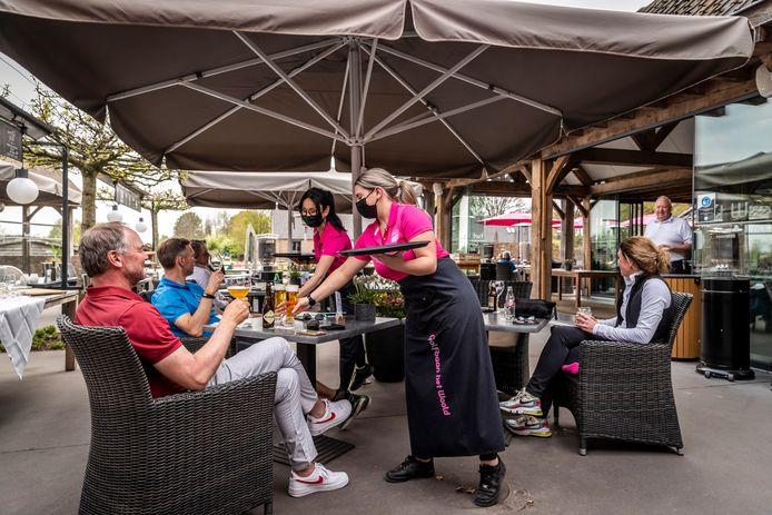 De regels rondom het heropenen van de terrassen waren al onnavolgbaar, maar één specifieke horecagroep voelt zich nog eens extra geraakt: de golfbaanrestaurants.