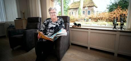 Marga kijkt uit op een monument in verval: 'Als je er niets aan wilt doen, verkoop het huis dan toch'