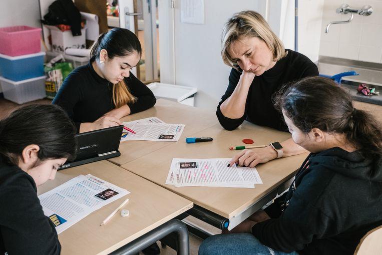 In Nederland pakken sommige scholen het begrijpend lezen drastisch anders aan, mocht Crevits deze week vaststellen.