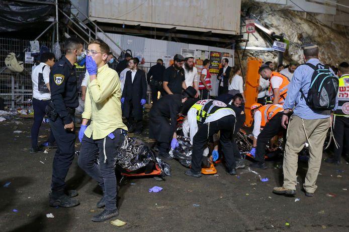 """Les secouristes avaient au début évoqué l'effondrement de gradins pour expliquer ces blessés, avant ensuite d'évoquer une """"bousculade"""" géante."""
