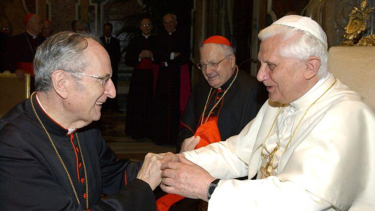 Aartsbisschop Meisner en Benedictus XVI, kort nadat deze tot paus was benoemd. Beeld AFP