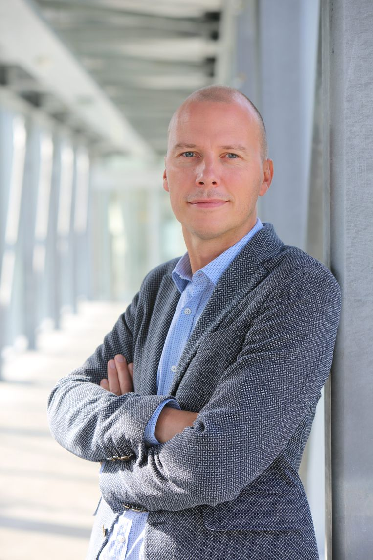 Peter Claes, directeur media en productie bij de VRT, zet kwaad bloed bij zijn collega's. Beeld © VRT Phile Deprez