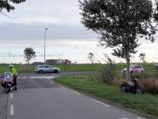 Auto botst op scooter in Zoutelande