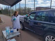 Bloedprikken en doorrijden: laboratorium uit Oss maakt haast met mobiele coronatest