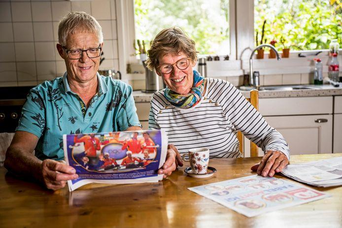 Jos Hogerwerf met zijn vrouw Wil Hogerwerf-Boere in hun keuken in Haastrecht. Dochter Ellen Hogerwerf won als roeister een zilveren medaille op de Olympische Spelen in Tokio.