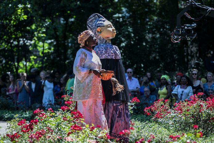 Beeld van de nationale herdenking van de slachtoffers van de slavernij en de viering van de afschaffing ervan in het Oosterpark in Amsterdam.