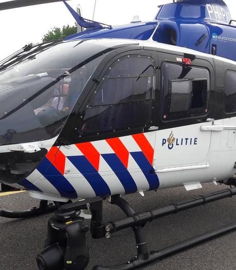 Politieheli ziet slingerende auto op A73