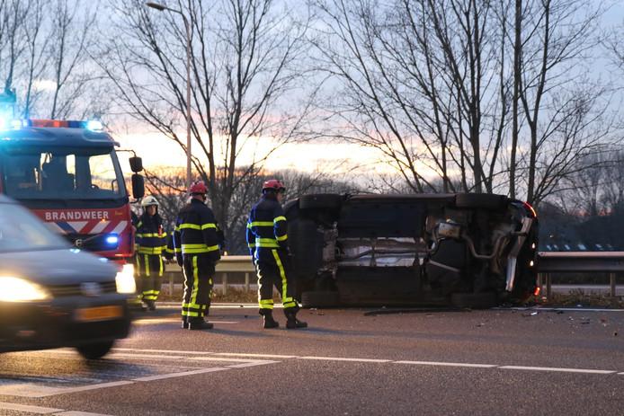 Een auto belandde op een zijkant bij het ongeval op de A27.
