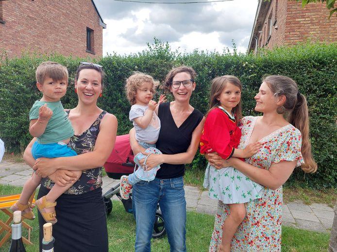 Meters en kinderen: Arno, Adeline Leila, Stéphanie, Binti en Saartje.