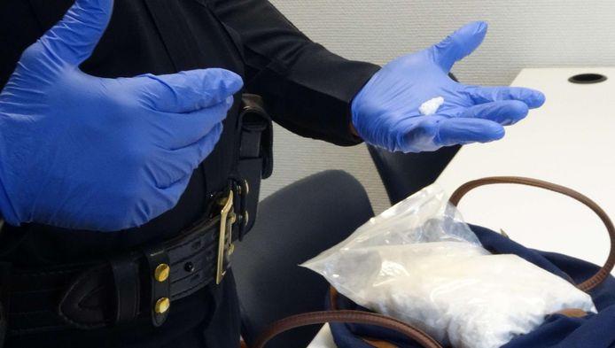 De Amerikaanse politie toont een verpakking met flakka. De gevaarlijke drug is ook in Nederland opgedoken.