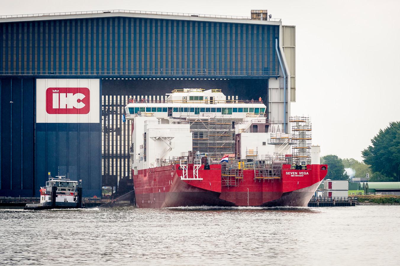 Baggerschepenbouwer IHC gaat zich volgens FNV-bestuurder Carl Kraijenoord weer richten op haar kerntaken.